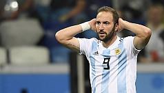Higuain announces Argentina...
