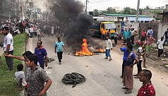 Jute workers' demo: Protesters block roads, railways