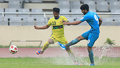 Abahani hot on Bashundhara's heels