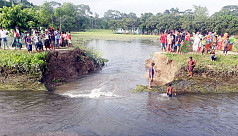 Irrigation project dyke bursts, Chandpur...