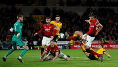 Ten-man United crash at Wolves