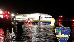 Boeing 737 slides into Florida river...