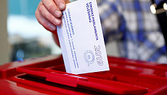 Europeans vote, with EU future in...