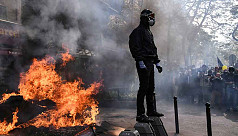 Clashes in Paris as tens of thousands...