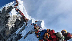 Everest 'traffic jam' survivor calls...