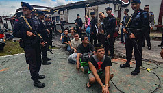 Indonesian police hunt inmates after...
