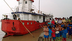 Climate change in Bangladesh: Hospital boats keep healthcare afloat
