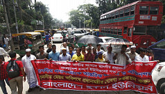 Hawkers block Gulistan roads to protest eviction