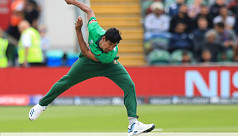 Fizz removes Hetmyer, Russell in same over