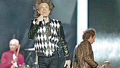 Jagger back on stage after heart...