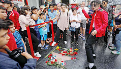 Jackson fans sing, sob, leave flowers on 10th death anniversary
