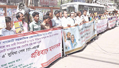 Bidi workers stage protest in front...