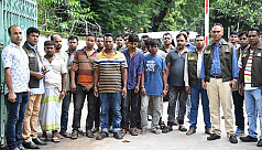 8 dacoits held with 5.5 tons of raw materials for steel