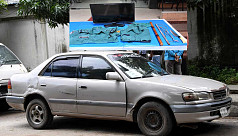 Pretend car-service robs policeman,...