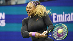Serena, Federer rally to win, Djokovic hurt at rainy US Open
