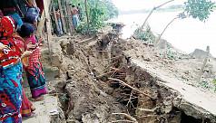 River erosion leaves four hundred families homeless