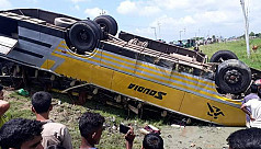 2 killed in road accidents: Thirty female...