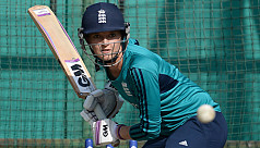 Sarah Taylor quits international...
