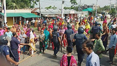 10 injured as garment workers clash with police in Gazipur