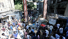 JnU students remove illegal shops, human...