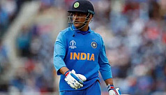 Dhoni out of India's list of contracted cricketers