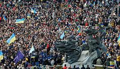 Thousands protest Ukraine leader's peace plan
