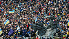 Thousands protest Ukraine leader's peace...