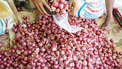 Onion price hits Tk220 per kg