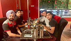 Pakistan cricketers take Indian cab...