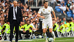 Zidane defends Bale after flag...