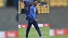 Fans lash out at Pandya for dropping...