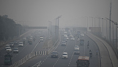 Delhi suffocates under toxic smog, millions go without masks