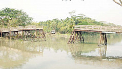 Bridge collapse disrupts communication in Jhalakathi