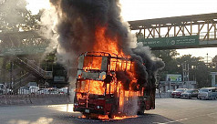 2 buses catch fire in Dhaka