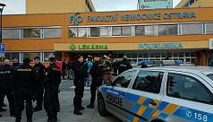 Gunman kills 6 in Czech hospital before shooting himself