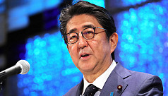 Shinzo Abe, on WW2 anniversary, vows not to repeat war, sends offering to shrine