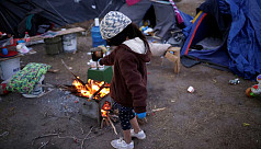 Mexican children shiver in tents at US border as temperature freezes