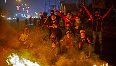 Iraqi protesters torch buildings, block...