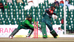 Pakistan 68/2 after 10 overs chasing 142
