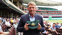 Warne to auction baggy green for bushfire...