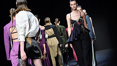 'Milan Fashion Week' carries on despite virus proximity
