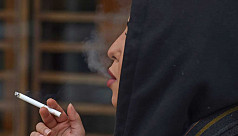 Saudi women smoke in public to 'complete'...