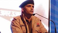 Delhi riots: Policeman braves mob to...