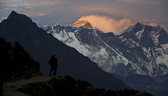 Pandemic shuts down Everest as Nepal suspends all permits