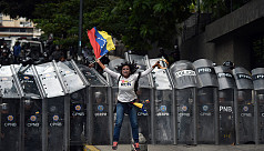 Venezuelan riot police break up opposition...