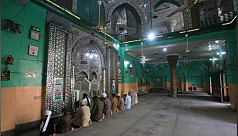 Pakistan lifts limit on mosque congregations...