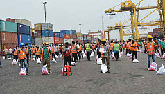 Saif Powertec distributes relief among day labourers at Chittagong port