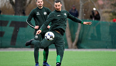 Zlatan shrugs off coughing fit, trains...