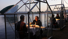 Dutch restaurant trials glass booths for dining amid coronavirus