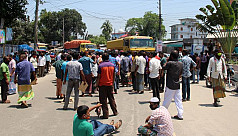 Hundreds of transport workers block Dhaka-Panchagarh highway